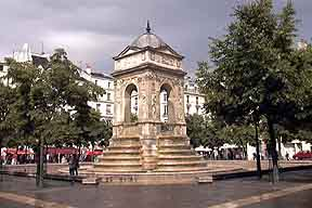 Fontaine des Innocents.jpg (11263 octets)
